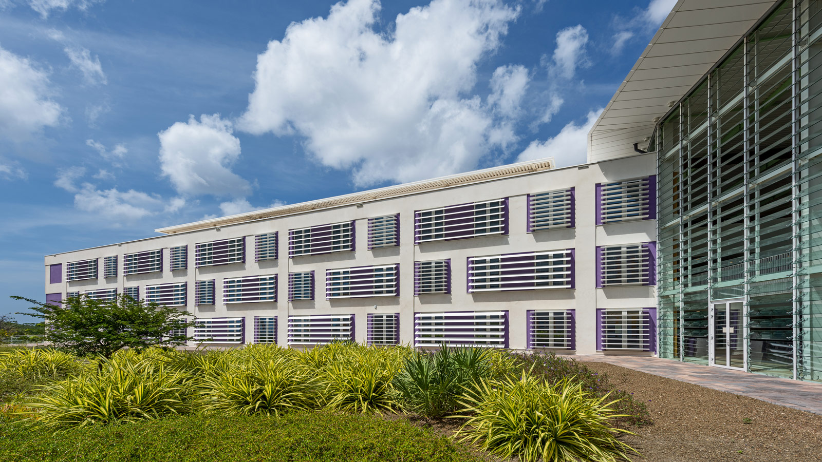 Curaçao Medical Center / Architecture by OZ Curaçao & EGM architecten
